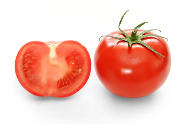 Bright_red_tomato_and_cross_section02.jpeg